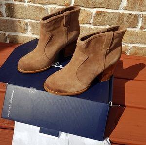 Splendid Lakota boots